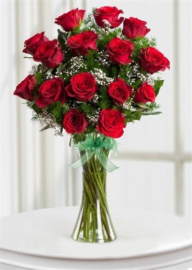 15 Kırmızı Gül Aşkın Büyüsü
