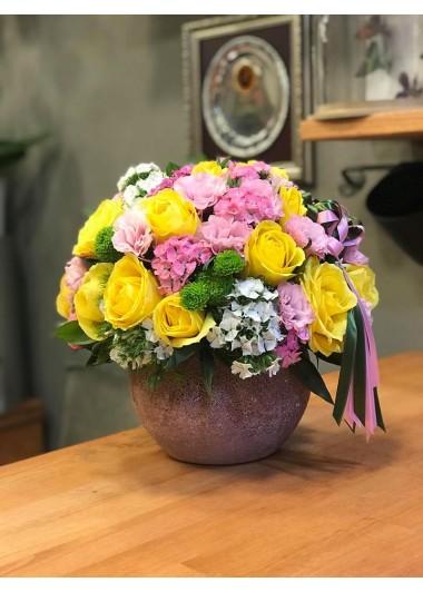 Sarı Güller ve papatyalar
