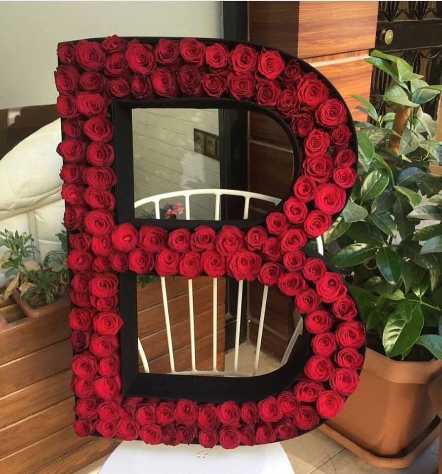 Baş Harfli Kutuda Kırmızı Güller