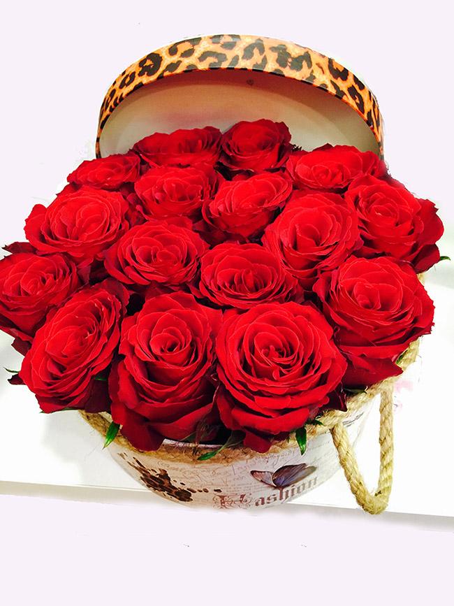 Dekoratif Kutu içerisinde 15 Kırmızı gül